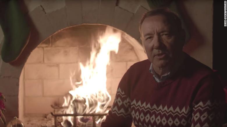 تبریک عجیب کریسمس توسط کوین اسپیسی را با زیرنویس فارسی تماشا کنید