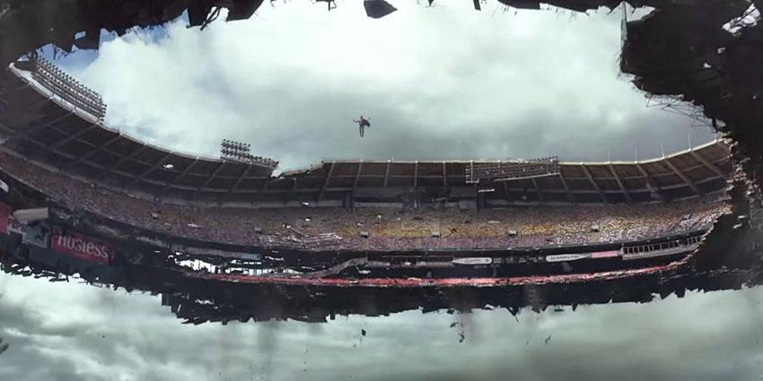 بخشی از هنرنمایی مگنیتو در فیلمX-Men: Days of Future Past؛ بلند کردن یک استادیوم کامل!