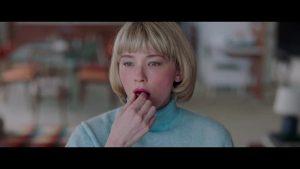 نقد فیلم Swallow - مصائب یک زن خانهدار مازوخیست