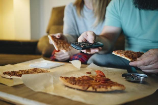 پیتزا و تلویزیون