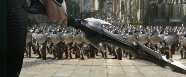 نسخهای از آل بلک در دستان هلا در فیلم Thor: Ragnarok