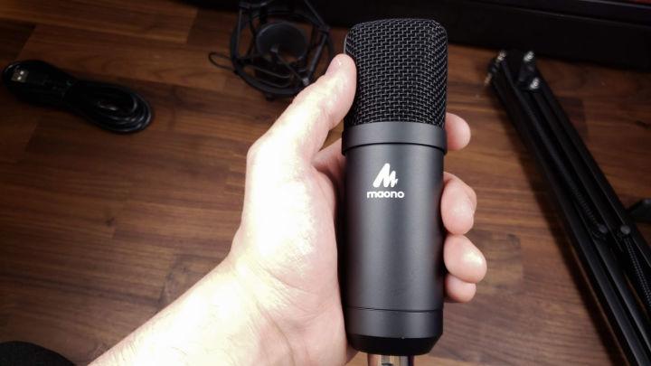 04In Hand 720x405 1 ویجیاتو:  راهنمای خرید میکروفن حرفهای برای تولید محتوا و استریم اخبار IT