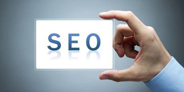 سئو سایت را خودمان انجام دهیم یا از یک آژانس یا شرکت سئو کمک بگیریم؟